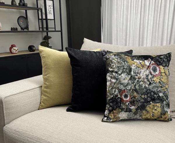 bloemen geel zwart velvet fluweel zippi design luxe groot kussen