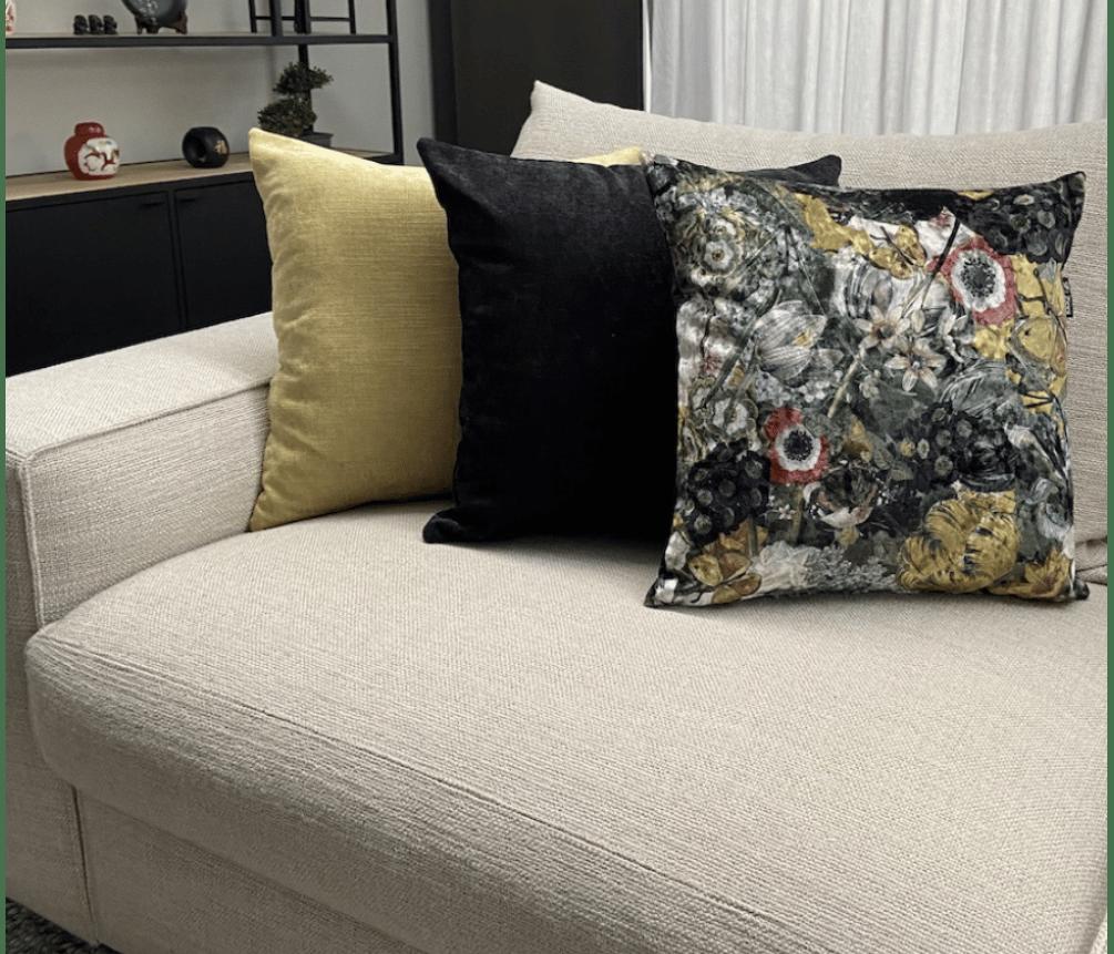 bloemen zwart geel zippi design kussen groot luxe sierkussens