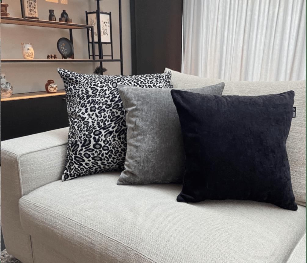 luipaard print zwart wit grijs zilver groot mix set zippi design luxe sierkussens kussen