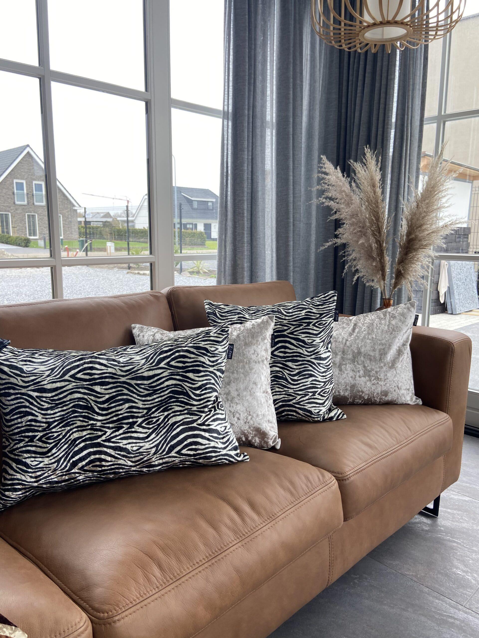 zebra art fluweel zwart wit luxe zippi design sierkussen