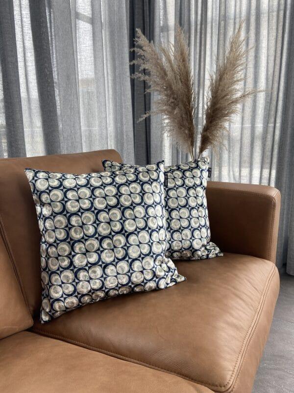 seventies art bolletjes fluweel luxe sierkussen zippi design